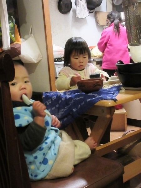IMG_4188kids_at_kitchen.JPG