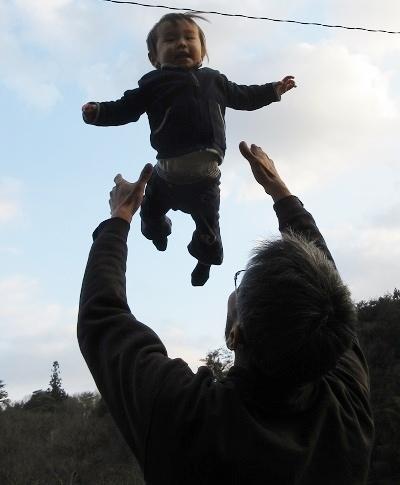 IMG_5940T_flying_baby.JPG