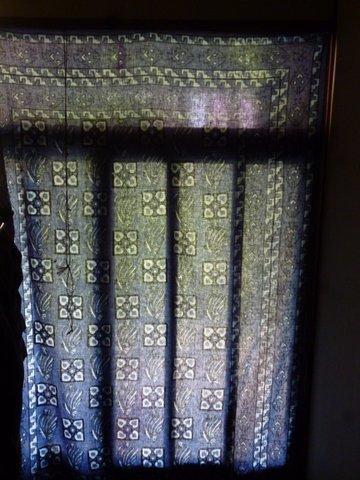 P1140728genkan_curtain.JPG